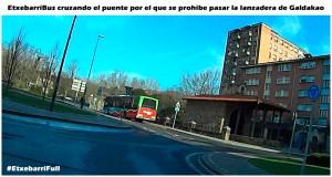autobus cruzando puente
